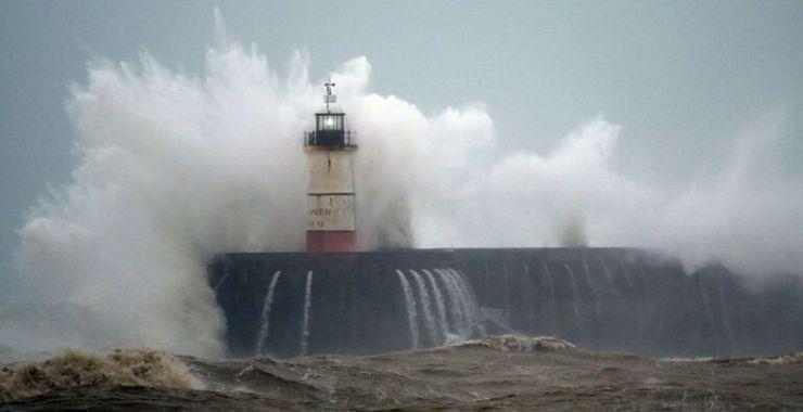 İngiltere'de fırtınaların tahmini sigorta hasarı 473 milyon doları aştı