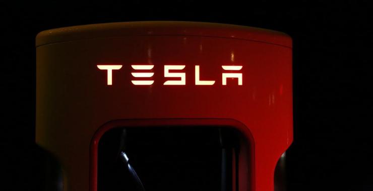 """Tesla Insurance hayata geçiyor; Tesla'dan aktüerlere """"devrimci bir sigorta şirketi"""" kurmak için çağrı"""
