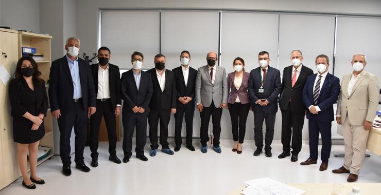 Demir Sağlık ve Hayat'tan Kocaeli Üniversitesi'ne PCR cihazı desteği